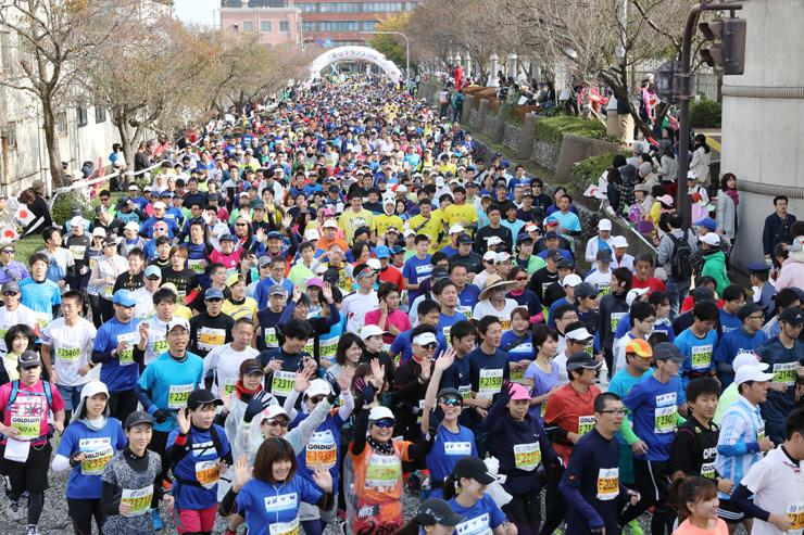 1万3000人余りが出場した富山マラソン2016