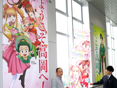「あみたん娘」懸垂幕を一新 高岡駅