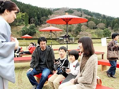 朝倉氏遺跡で戦国情緒と糸桜 14日からライトアップ