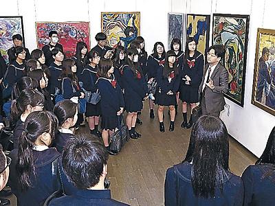 現代美術展きょうまで、金沢学院高生が団体鑑賞