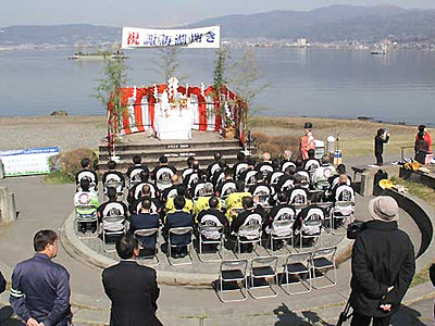 安全やにぎわい願い「諏訪湖開き」 遊覧船の無料乗船会も