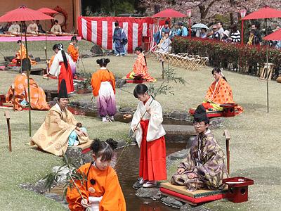「平安の歌遊び」満喫 富山・ふちゅう曲水の宴