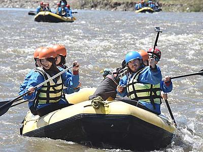 ラフティング、水しぶきに歓声 松本・梓川で体験会