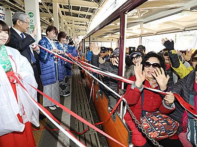 トロッコ電車運転再開 黒部峡谷鉄道