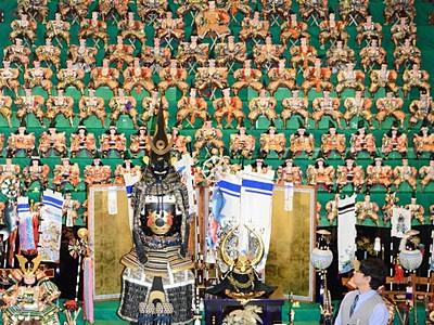 須坂の「世界の民俗人形博物館」 迫力の五月人形