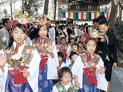 那谷寺 小松で開創記念、稚児行列で祝う