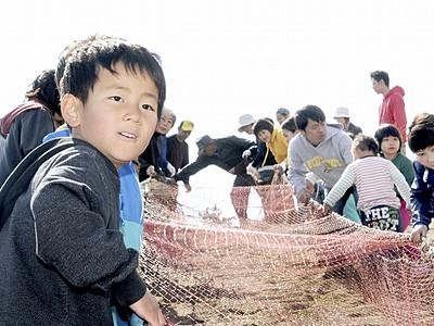 鷹巣で地引き網体験スタート 9月中旬まで毎日受け付け