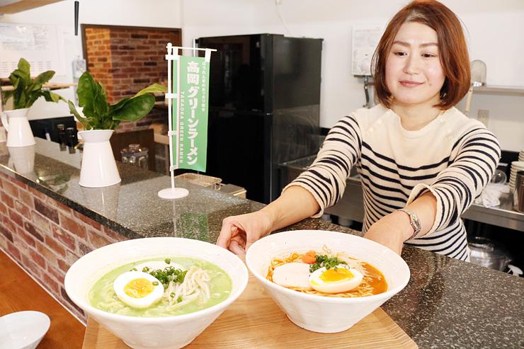 高岡産野菜を使った「高岡グリーンラーメン」(左)と「高岡にんじん担々麺」=麺処緑菜軒