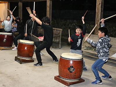 福野の夜高太鼓力強く 29日競演会へ子どもら練習