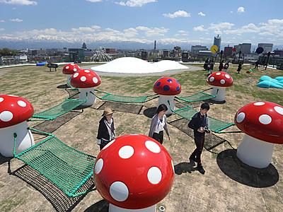 屋上庭園きょうオープン 富山県美術館