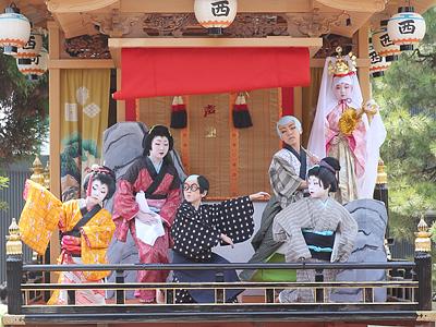 出町子供歌舞伎曳山祭始まる 砺波