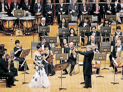 ファンファーレ高らか 新音楽祭、開幕祝う