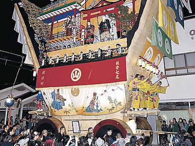 世界の宝でか山勇壮 七尾・青柏祭が開幕