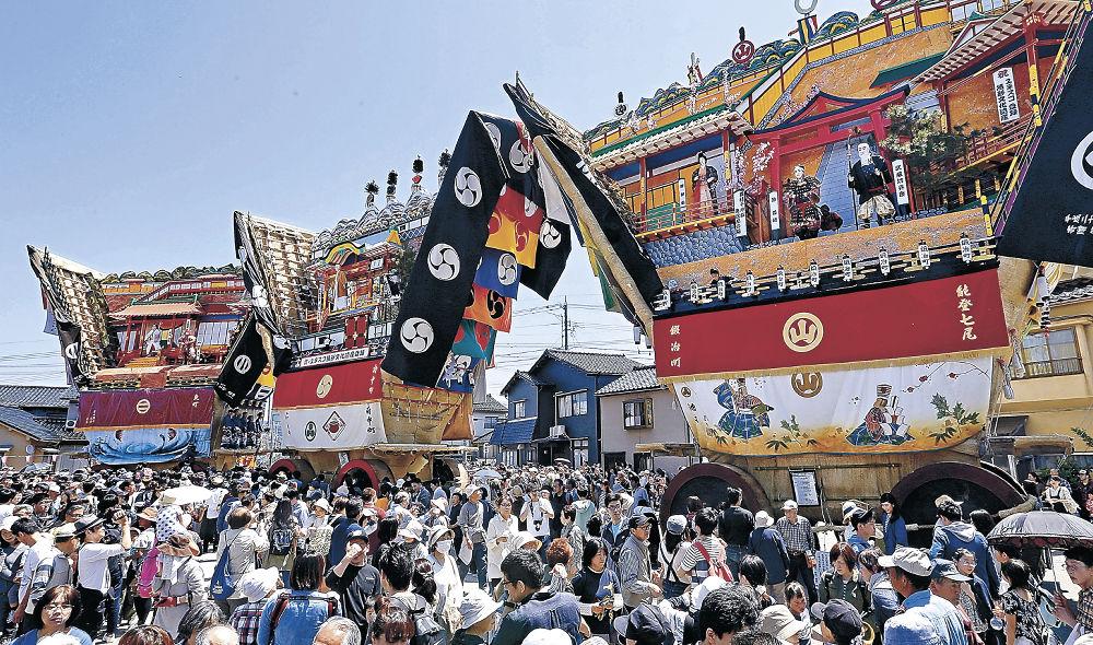 3台が勢ぞろいしたでか山=七尾市の大地主神社