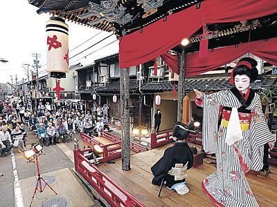 いよっ、子供歌舞伎に喝采 小松・お旅まつり開幕