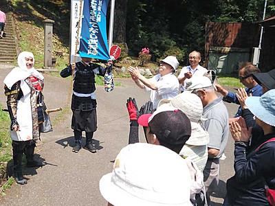 武将隊案内で「聖地巡礼」 上田と上越、バスツアー共同企画