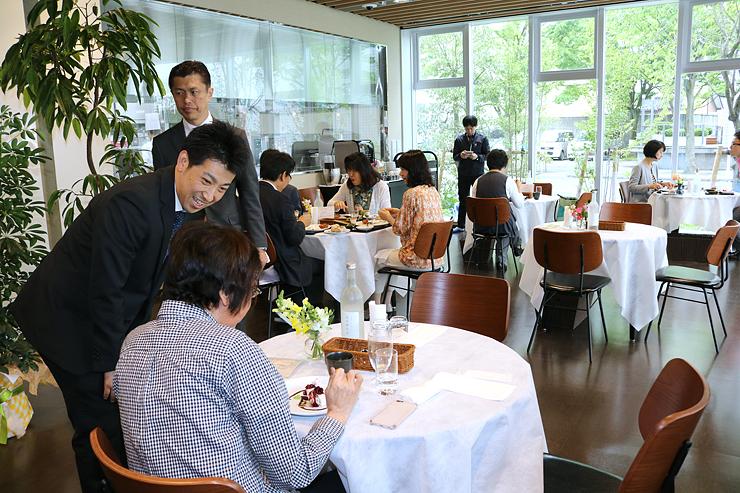 人気シェフが日替わりで腕を振るう「レストラン アオイケ」=富山調理製菓専門学校