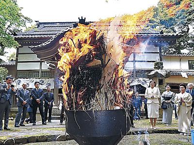 加賀友禅の祖しのぶ 金沢・龍国寺でまつり