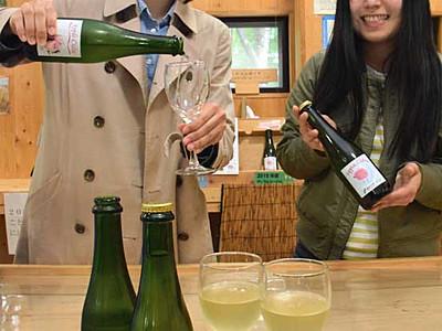シードル「さらに飲みやすく」 信大農学部の学生育てたリンゴ