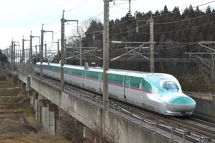 E5系新幹線(JR東日本新潟支社提供)