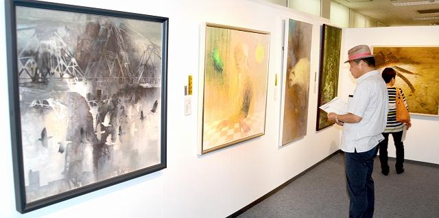 技巧を凝らした日本画の力作が並ぶ春の院展=19日、福井市の西武福井店