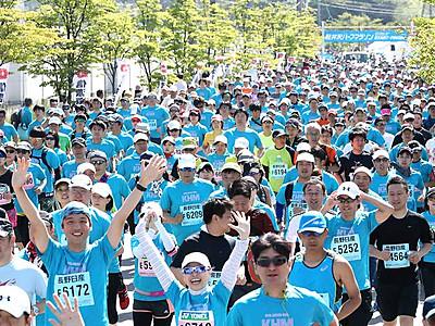 緑の軽井沢、青い人波 ハーフマラソン