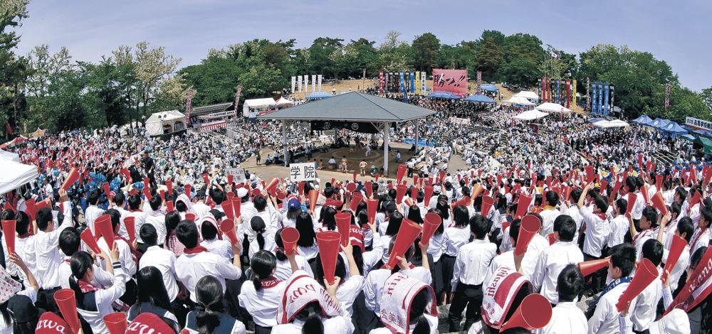 快晴の下、72校による激闘と応援に沸き返った石川県卯辰山相撲場