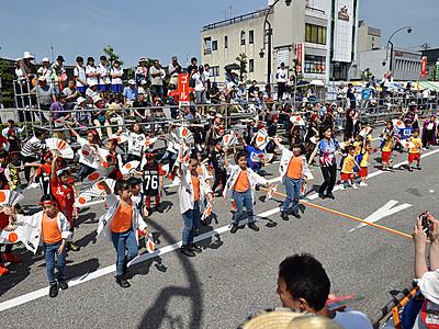 魚津でCHOUROKUまつり 44チーム演舞