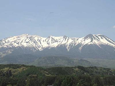 残雪の御嶽山ウオーキング 1泊2日で5・6月