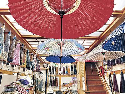 梅雨前に和傘の花 金沢の専門店