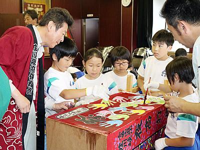 児童らトッペ行燈作り 6月の庄川観光祭で披露
