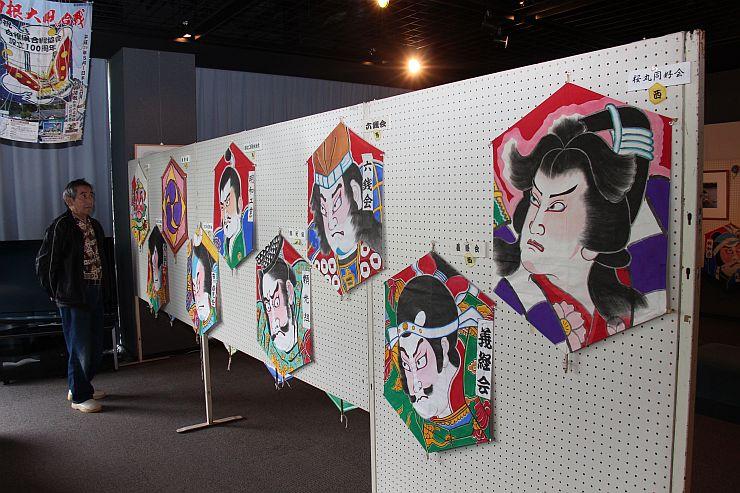 巻凧組の凧絵を紹介する特別展=新潟市南区
