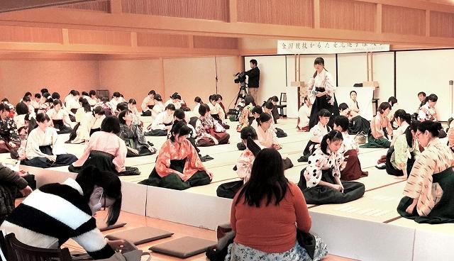 昨年の全国競技かるた女流選手権大会の様子=2016年12月23日、京都市の時雨殿
