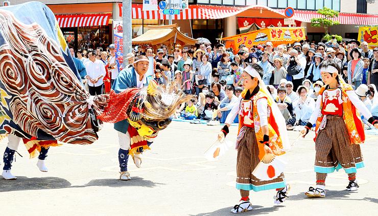 躍動的な演舞が披露された獅子舞大競演会