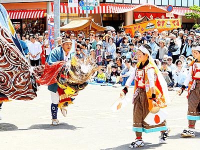 躍動の舞に観衆湧く 小矢部で獅子舞大共演会