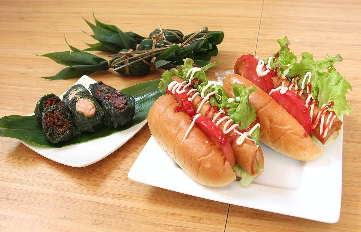 味方産のレンコンと北海道様似町のサケを使った「あじさまドッグ」