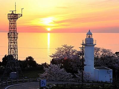 恋する灯台に越前岬 夕日、水仙の景観評価