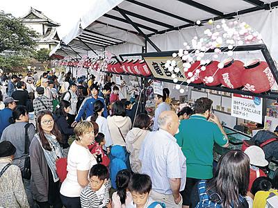 盆正月熱気あふれ 金沢城公園で藩政期の祝宴