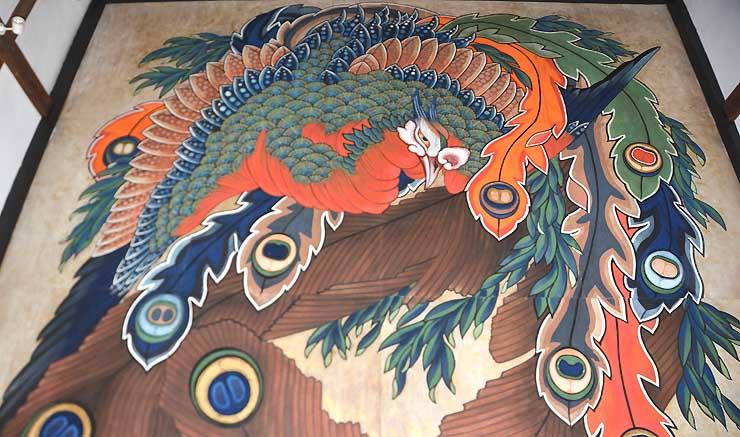 岩松院本堂の天井絵「八方睨み鳳凰図」