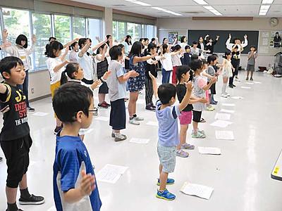 花の飾り付けや歌の練習 花いっぱい松本大会準備