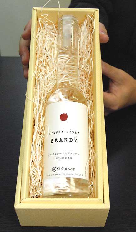 サンクゼールが初蒸留した、飯綱町特産のリンゴを使ったブランデー