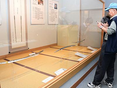 刀工、渾身の一振り 坂城・鉄の展示館で新作展覧会
