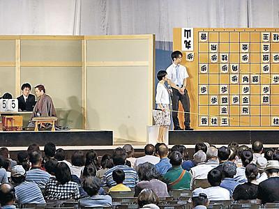 糸谷八段、手堅く勝利 金沢で将棋日本シリーズ 丸山九段振り切る