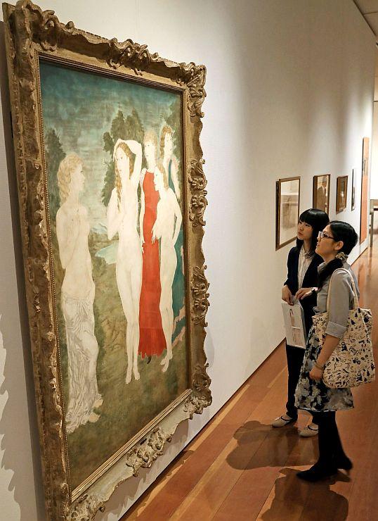レオナール・フジタの人物画が並ぶ展示会場=23日、新潟市中央区の県立万代島美術館