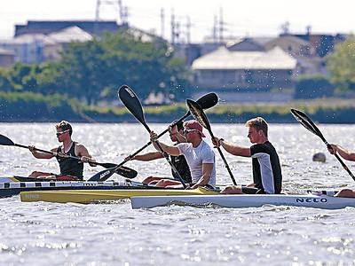 木場潟から五輪へこぎ出せ NZチーム、カヌー練習開始