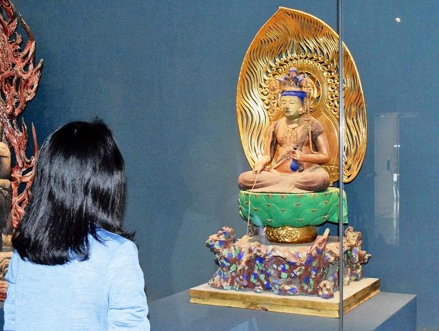 公開されている蓮性寺の十一面観音菩薩坐像=福井県立若狭歴史博物館