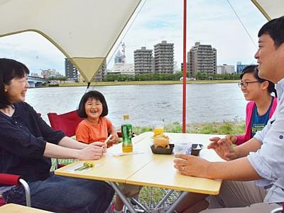 川風爽やか弾む会話 やすらぎ堤に飲食店 新潟市