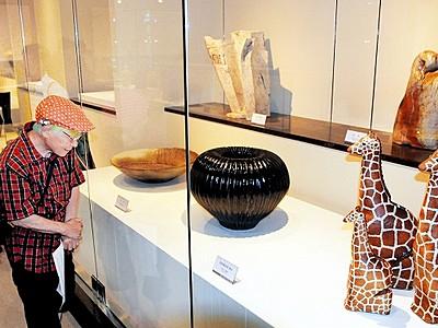 創造豊かな陶芸一堂 北陸「現代奨励賞」展が開幕