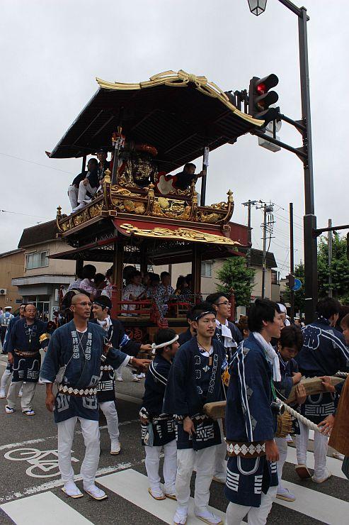 昨年の村上大祭=2016年7月7日、村上市上町