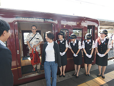 しなの鉄道ろくもん、塩尻駅に初めて参上